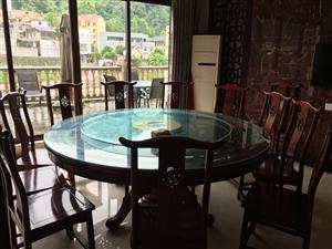 餐厅实木桌椅,吊灯,露台玻璃桌,卡座沙发桌子,包括客房桌椅,床等配套设施处理价,有需要的朋友可以联系...
