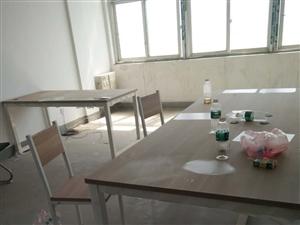 本人有2张全新的可拆装办公桌和1个文件柜 ,现低价转让,地址衢江区大学生创业园。