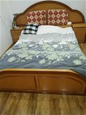 因拆迁出售2手床1.5米,配两个床头柜,床板,合适面议,2女桥附近,5751106766