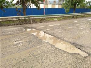 国道路面破损严重,长期搁置何时整治?