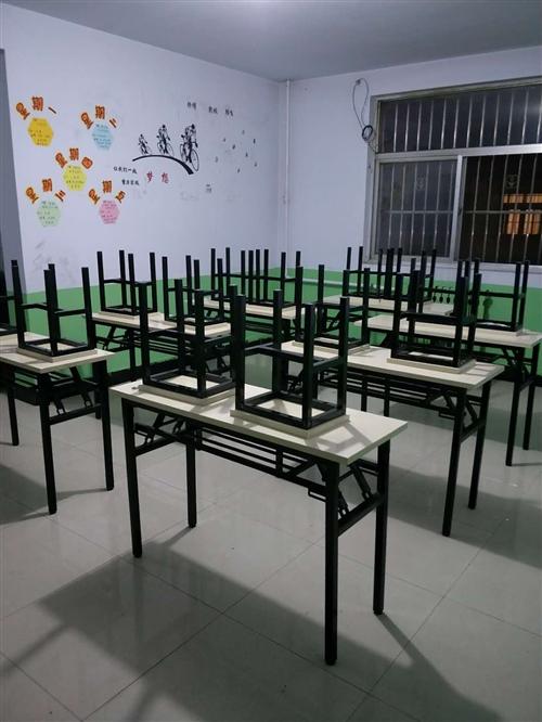 全新桌凳若干张,午睡床十张。