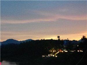 《夜览毛公山》