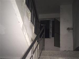 1-6楼,楼道灯不亮一个月之久
