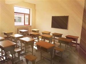现有课桌出售,原价158,有意者购买少的朋友可以80卖,购买多的人价格面议!