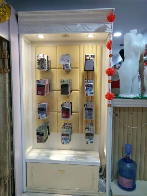出售九成新欧式内衣货柜,也可以改成精品陈列柜,吧台,灯箱齐全,另有模特,衣架,内衣撑子等道具出售。有...