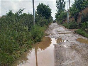 彬州市新民镇屯庄村泥泞的村路