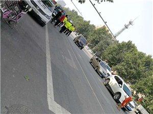 县医院十字路口有交警在检查