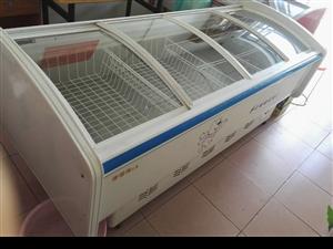 低价出售冷藏展示柜7-8成新,冰柜,双孔火灶,水槽,排风扇,椅子,吧台,货柜,不锈钢托盘,保鲜盒等...