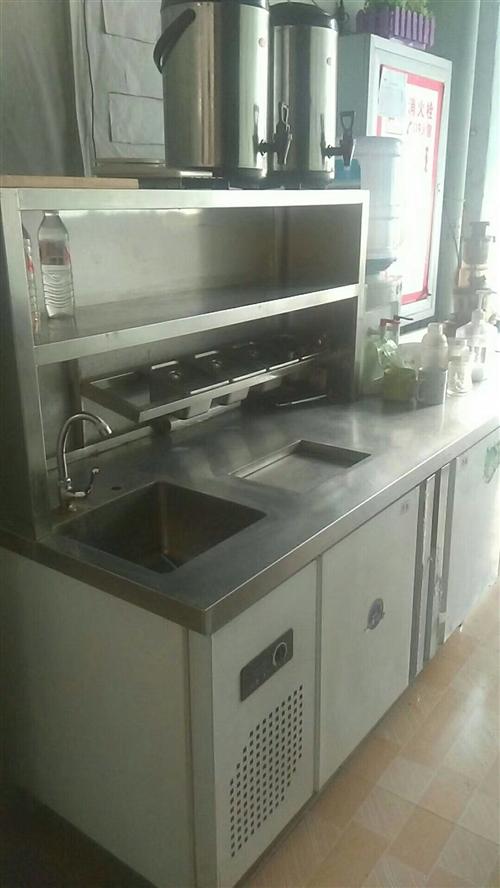 水吧小吃店已出兌,雙溫水吧臺,空調,冷藏展示柜,冰柜,桌椅,原汁機,桌椅板凳,炸鍋,吧臺,消毒柜處理