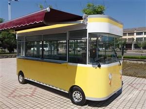 转让一辆餐车,长3.5米,高2.8,宽1.5。价格美丽有需要的联系。车在玉林。也有冰箱等一切物品