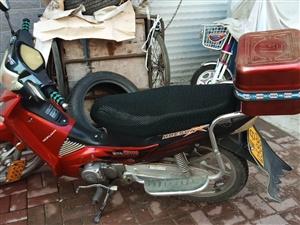 澳门太阳城网站街里个人二手弯梁摩托车!八百就卖!非诚勿扰!