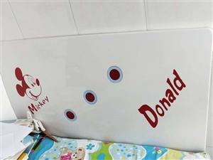1米的儿童床,喷漆的,去年11月份买的,9成新