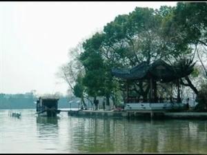七律・南湖(新韵)