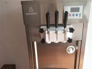 澳门金沙二手冰柜,冰淇淋机一台,展示柜一台。价格面议