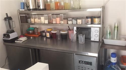 因个人原因无法顾及小店 现整体转让冷饮店及设备 店内包括各种冷饮 奶茶 冰淇凌 汉堡鸡排小吃等 冷饮...