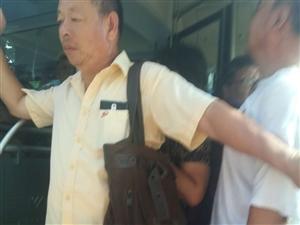 老年卡一发,公交车无法正常行驶。满员就拦截公交车。不让走
