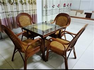 藤艺茶餐桌椅一套,原价2100元,9成新,看货后觉得合适就要不合适再议,非诚勿扰,谢谢!!!