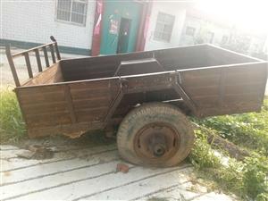 澳门威尼斯人平台新镇牛村出售拖车车斗,有好几个,这个是比较破的,还有个成色好点的,需要的联系