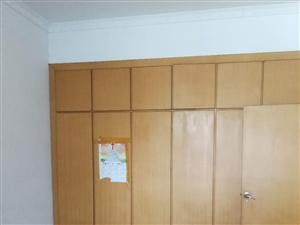 南浦虹桥旁4室2厅2卫65.8万元
