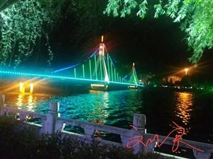 新县的晚上,迷人的彩虹灯,手机实拍