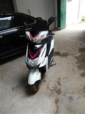 踏板摩托车