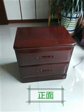 红木全新床头柜一个,系实木所制,原价460元,现转让200元。电话13830870928.