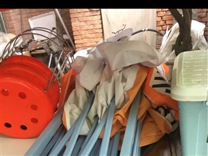 出售朋友的小吃车 可做麻辣烫,串串之类。带2锅。 看图,如图所示,全套东西,小吃车1.5米 带7...