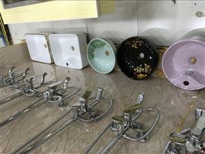 装修房子,上下水,防水,改水电,晾衣架,花洒浴室柜,坐便,换气片,即热热水器,桶式热水器都有,有需要...
