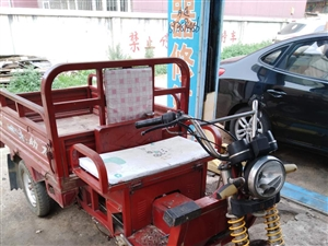 金象助力三轮车出售,110发动机,挺板正的,适合在街里做小买卖的。