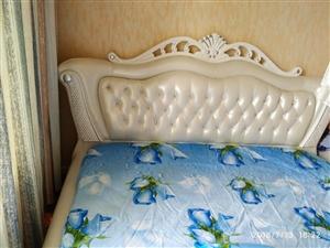 1.8*2.0奢华大皮床99成新贱卖 新装修的房子新买的床,由于卧室太小,床尺寸不太合适,故低价贱...