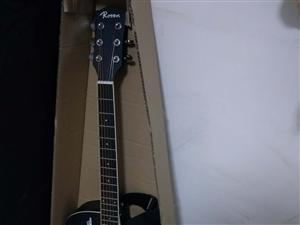 本人因一时的兴趣,就买了这样一把吉他,九成新,买来学了三天就没学了。买的时候498,吉他适合初学者,...