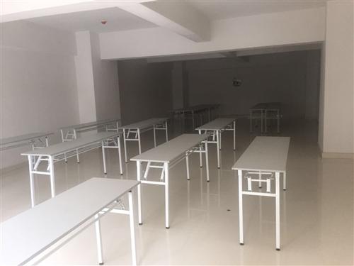培训桌,学校,培训机构,和澳门新葡京赌场会议场所都用上的,长180cm宽45cm高75cm,可折叠