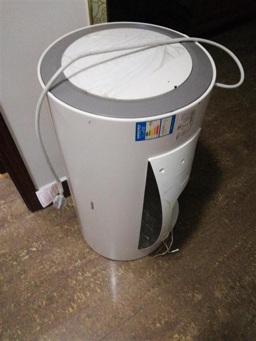 拆下的热水器