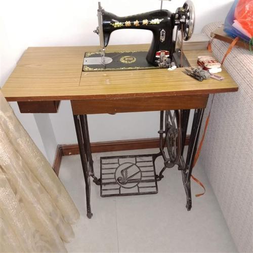 本人有标准牌缝纫机两台,现低价出售,有需要请联系,每台售价300元,非诚勿扰