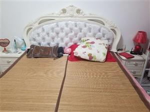 简欧婚床,1.8米×2米,因搬家特价处理,有意向的可以联系我,价钱可商量