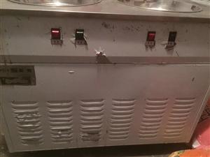 炒冰机一台,只用了两个多月,非常新,白色外膜都没撕掉,双控双开关控制。买的时候3000多,现低价转让