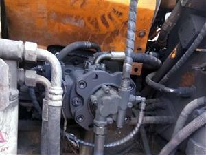 旧挖机一台,型号135,价格20万,因资金紧缺急需出售,目前在建项目多,买到赚到。联系人:彭先生:1...