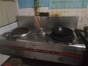 处理二手厨房一套家具。。吧台,,保鲜柜,冷冻柜。一共2000元。炒鸡便宜划算,100多个盘子碟子免费...