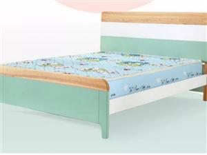 2017年10月购买,全新1.2米实木床,含0.5棕垫,650元。 由于房间没有使用,已改为书房,...