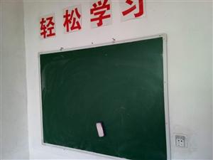 辅导班转让桌子,板凳若干,黑板。有需要的请与本人联系:13892793133