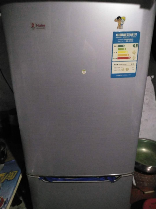 出售自家用海爾196升冰箱400元,冷凍冷藏都給力。出售自家用雙缸8.2公個洗衣機200元。機況良好...