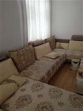 全友5米长沙发,9成新,买了半年,原价8600元,因要搬家,卖3800元,要的联系