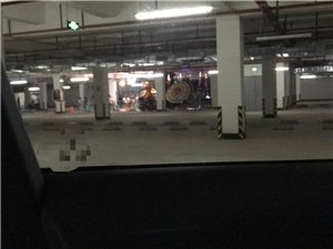 灵堂,菜市场摆在公共地下停车库