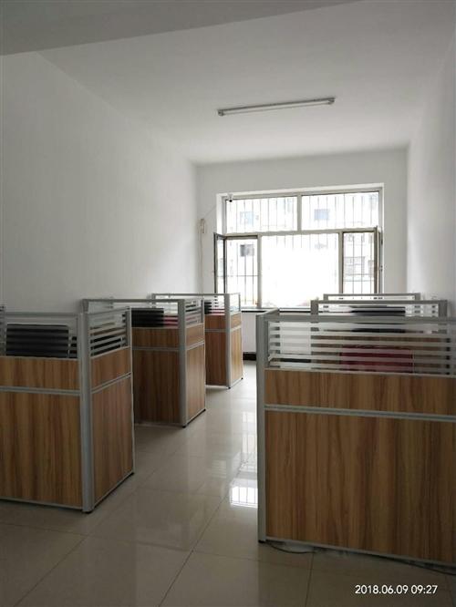办公桌,全新的,组装好的,质量没的说