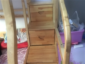 实木子母床上铺1.4下铺宽1.6长2米四个梯柜带俩个垫子,买了一年半了什么味道都没有回家组装就可以住...