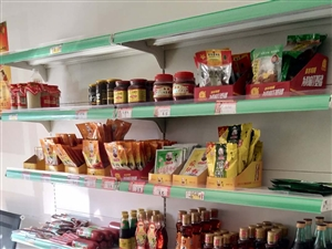 超市货架2套,果蔬货架5套,灭蚊灯一套,电子秤一台,货品成色完好,一口价1700果断出手。 联系电...