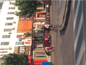 共享单车框子成了座位