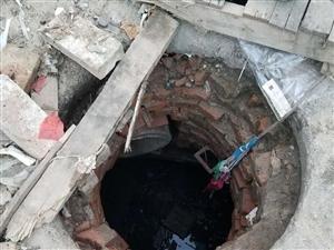 街道的井盖没有了政府人员不管不问
