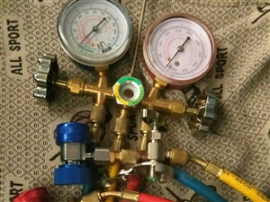 出售全新空调抽打两用真空泵,加氟表,电话18745449299