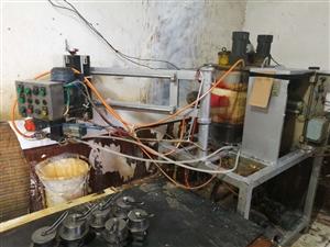 聚氨酯浇筑机,因有其它生意照顾不过来,忍痛割爱,转让机子跟技术,有需要请联系,18803199196...